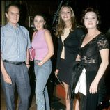 Junior y Rocío Dúrcal con sus hijas Carmen Morales y Shaila Dúrcal