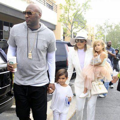 Lamar Odom y Khloe Kardashian con Mason y Penelope Disick en la Misa de Pascua 2016