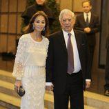 Mario Vargas Llosa con Isabel Preysler en su 80 cumpleaños