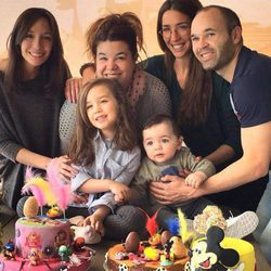 Andrés Iniesta y Anna Ortiz celebran la Pascua 2016 con sus hijos Valeria y Paolo Andrea