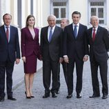La Reina Letizia con el ministro de Sanidad y el presidente de BBVA en una reunión de trabajo con la Fundación Microfinanzas BBVA