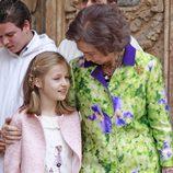 La Reina Sofía habla con la Princesa Leonor en la Misa de Pascua en Mallorca 2016