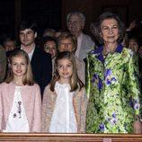 La Reina Sofía con la Princesa Leonor y la Infanta Sofía en la Misa de Pascua en Mallorca 2016
