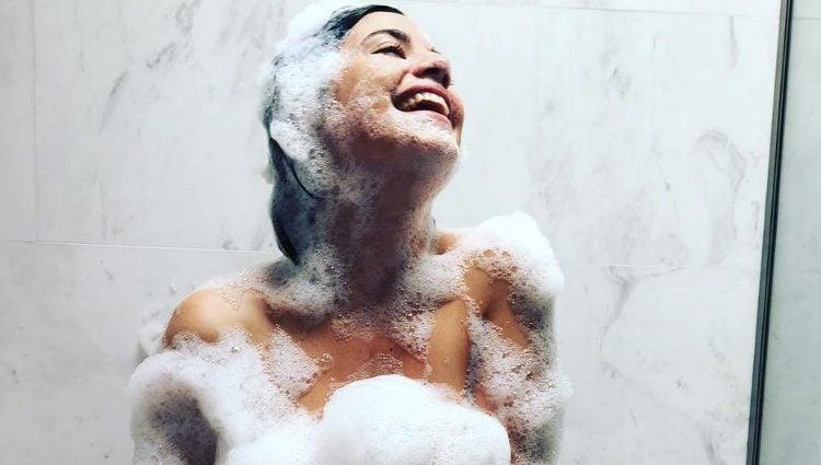 Ares Teixidó desnuda en la ducha