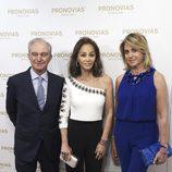 Alberto Palatchi, Isabel Preysler y Susana Gallardo en un evento de Pronovias en Madrid