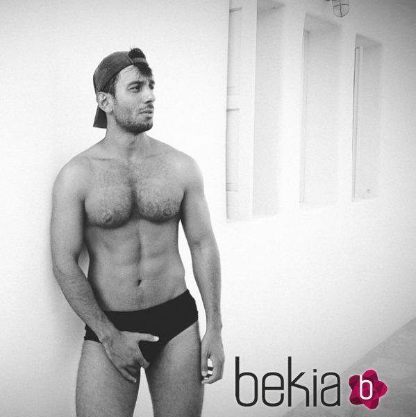 Jwan Yosef, posando en calzoncillos