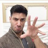 Jwan Yosef poniendo una cara divertida a la cámara