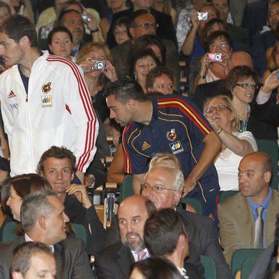 Iker Casillas y Xavi Hernández en la entrega de las distinciones al Mérito Deportivo 2011