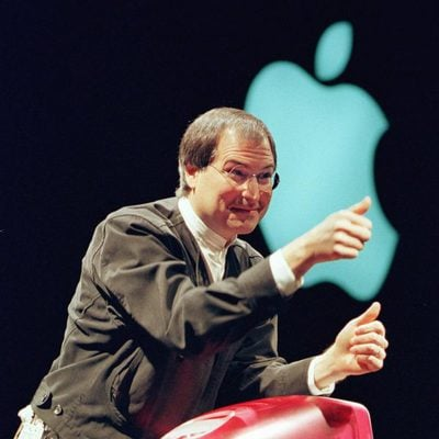 Steve Jobs presenta el eMac en 1999