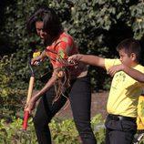 Michelle Obama, campesina por un día en la huerta de la Casa Blanca