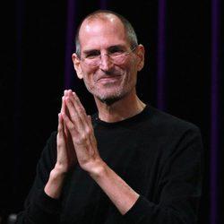 Steve Jobs, muy delgado reaparece en escena
