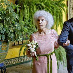 La Duquesa de Alba y Alfonso Díez saliendo del Palacio de las Dueñas
