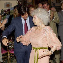 La Duquesa de Alba y Fran Rivera bailando en el Palacio de las Dueñas