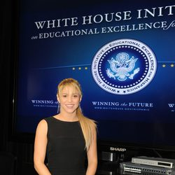 Shakira, Asesora de Obama para la Excelencia Educativa de los Hispanos