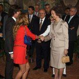 Paulina Rubio y Colate Vallejo-Nájera saludan a la Reina Sofía