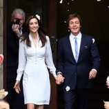 Paul McCartney y Nancy Shevell a la salida de la Iglesia
