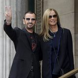 Ringo Starr y Barbara Bach en la boda de Paul McCartney