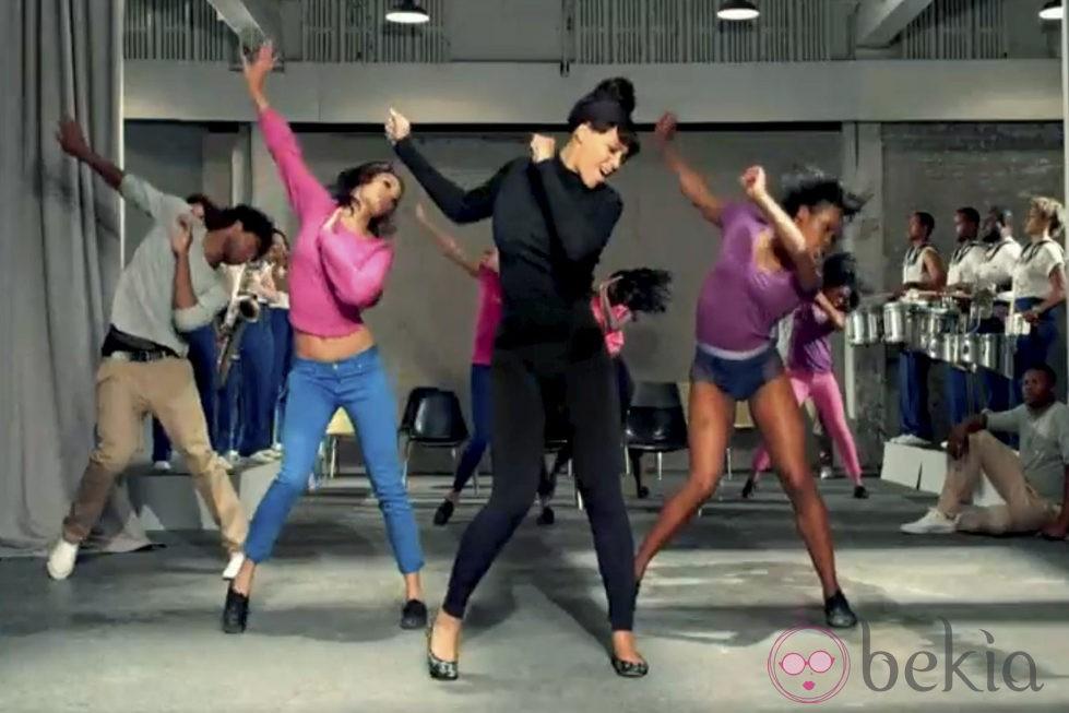 Beyonce bailando durante la grabación de su nuevo videoclip 'Countdown'