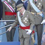 El Rey Juan Carlos con muleta el Día de la Hispanidad