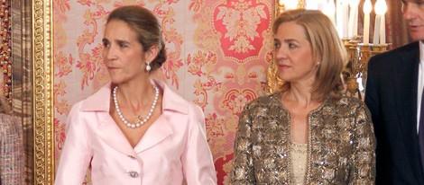 Las Infantas Cristina y Elena en el Palacio Real el Día de la Hispanidad