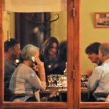 Nicolas Sarkozy y una embarazadísima Carla Bruni cenan en un restaurante parisino
