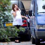 Una embarazadísima Carla Bruni pasea por las calles de París