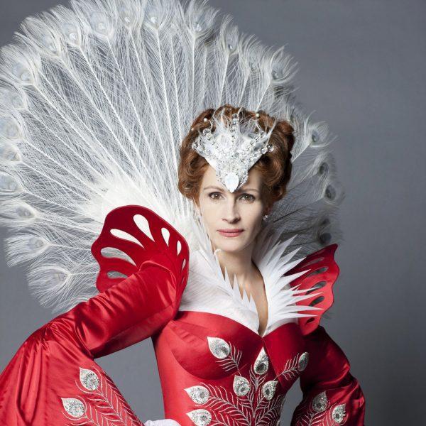 Julia Roberts, Lily Collins y Armie Hammer protagonizan la nueva versión del cuento de Blancanieves