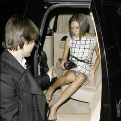 Descuidos famosas: Victoria Beckham enseñando su ropa interior