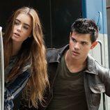 Taylor Lautner y Lily Collins en 'Sin salida'