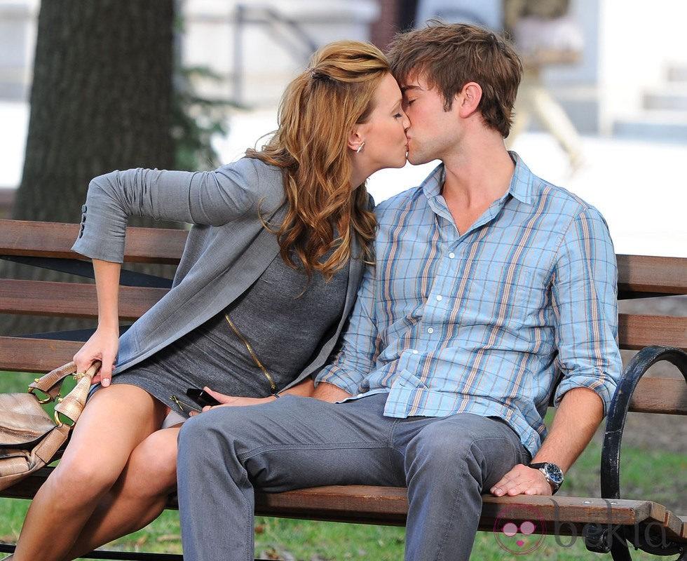 Katie Cassidy lo enseña casi todo en el rodaje de 'Gossip Girl'