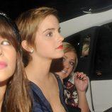 Emma Watson enseña un pecho en un descuido