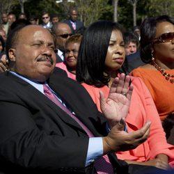 Martin Luther King III, Andrea King y Bernice King en la inauguración del monumento a Martin Luther King