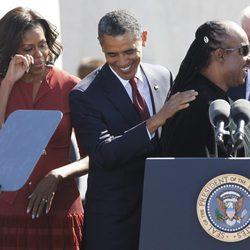Stevie Wonder, Barack y Michelle Obama en el monumento a Martin Luther King