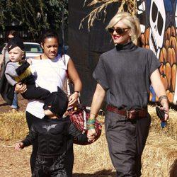 La cantante Gwen Stefani y su hija de compras por Halloween