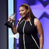 Queen Latifah recogiendo el premio GLADD Media a Mejor Actriz de Televisión