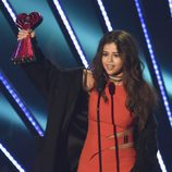 Selena Gomez recibiendo el Premio iHeartRadio Music 2016