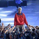 Justin Bieber durante su actuación en los Premios iHeartRadio Music 2016