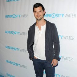 Taylor Lautner en el evento Generosity Water