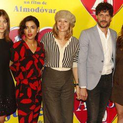 Michelle Jenner, Inma Cuesta, Emma Suárez, Dani Grao y Adriana Ugarte en la presentación de 'Julieta' en Barcelona