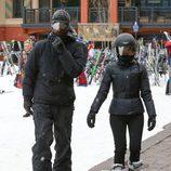 Kourtney Kardashian junto a su ex Scott en la nieve
