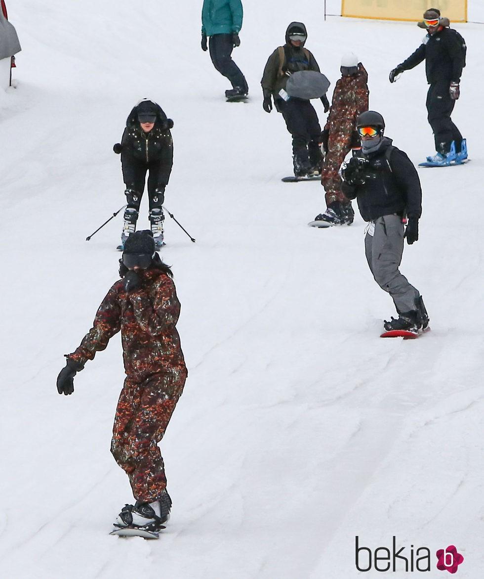 La familia Kardashian-Jenner esquiando en Colorado