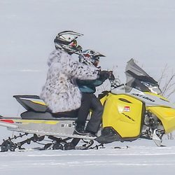 Kris Jenner en moto de nieve en Colorado