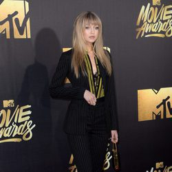 Gigi Hadid en alfombra roja de los MTV Movie Awards 2016