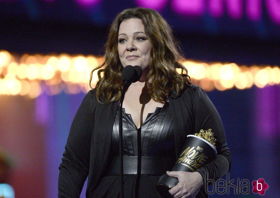 Melissa McCarthy recogiendo su Premio MTV Movie Awards 2016