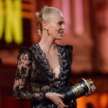 Charlize Theron recogiendo su Premio MTV Movie Awards 2016