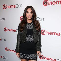 Megan Fox luce su tercer embarazo en la apertura de la CinemaCon de Las Vegas 2016