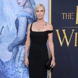 Charlize Theron en el estreno de 'Las crónicas de Blancanieves: El cazador y la reina del hielo' en Los Angeles