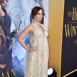Emily Blunt luce embarazo en el estreno de 'Las crónicas de Blancanieves: El cazador y la reina del hielo' en Los Angeles