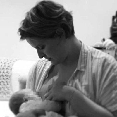 Tania Llasera amamantando a su hijo Pepe Bowie