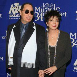David Gest y Liza Minnelli durante un acto en 2002